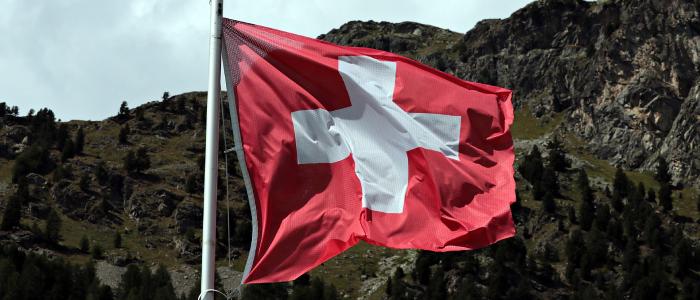 Flagge Schweiz: Hochwertige Fahnen bei Heimgartner Fahnen AG kaufen