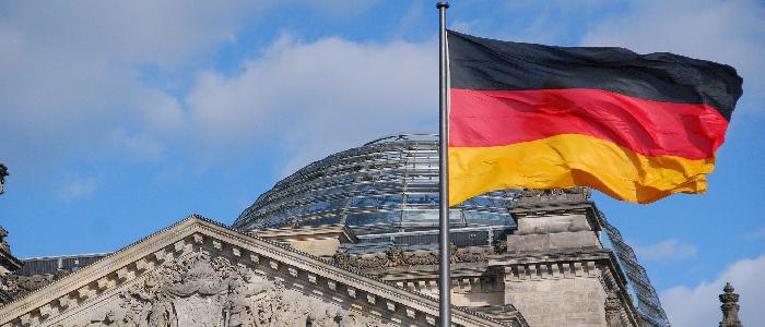 Quelles variantes du drapeau allemand sont disponibles chez Heimgartner ?